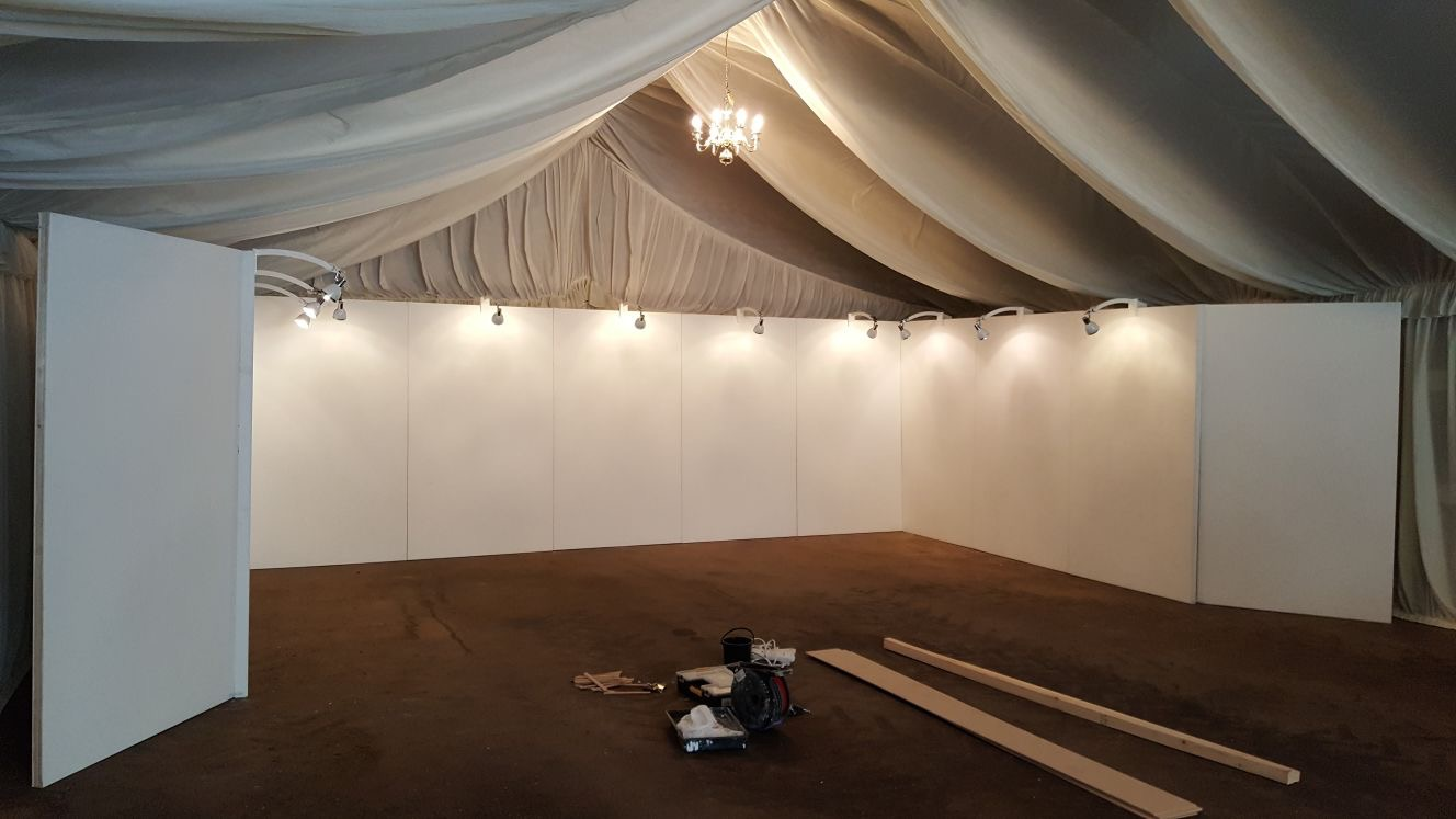 exhibition lighting and walls