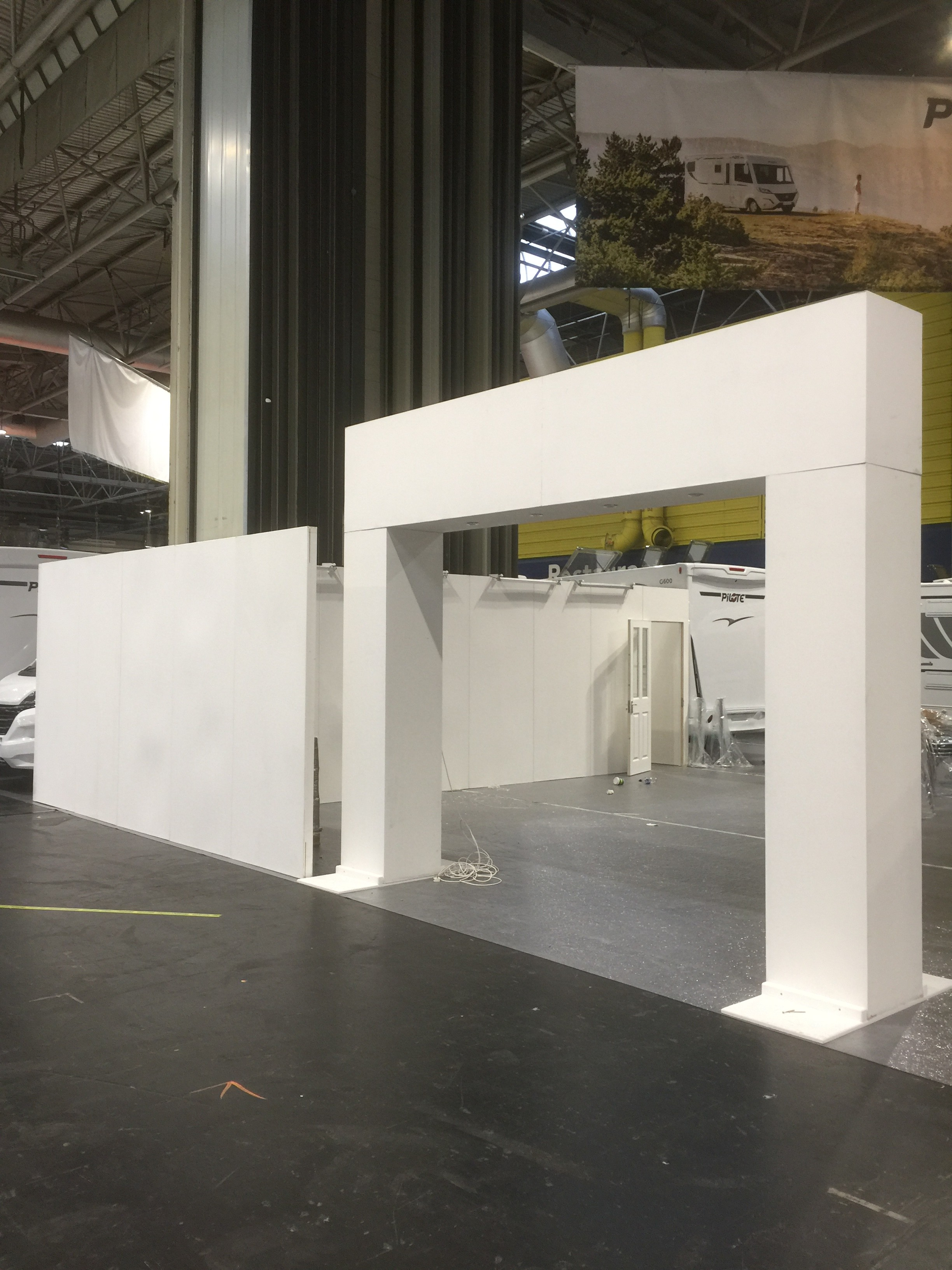 Arch exhibition stand