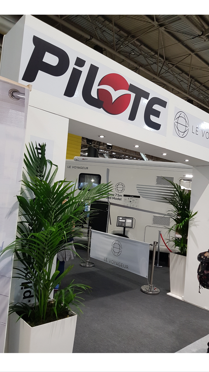 Pilote exhibition stand arch with lighting