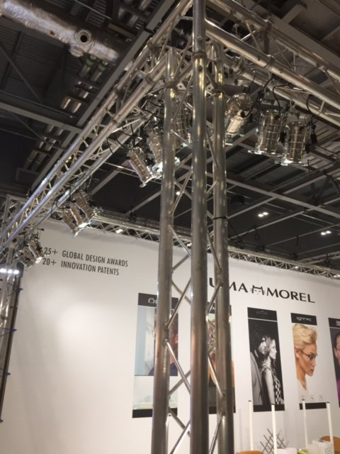 lights on rig for exhibition stand